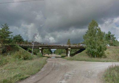 Tilta pār Dolomīta ielu Jēkabpilī demontāža, armatūras atbrīvošana no betona