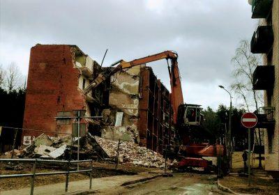 Daudzdzīvokļu ēkas demontāža