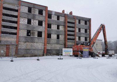 Daudzdzīvokļu ēkas demontāža Riebiņos